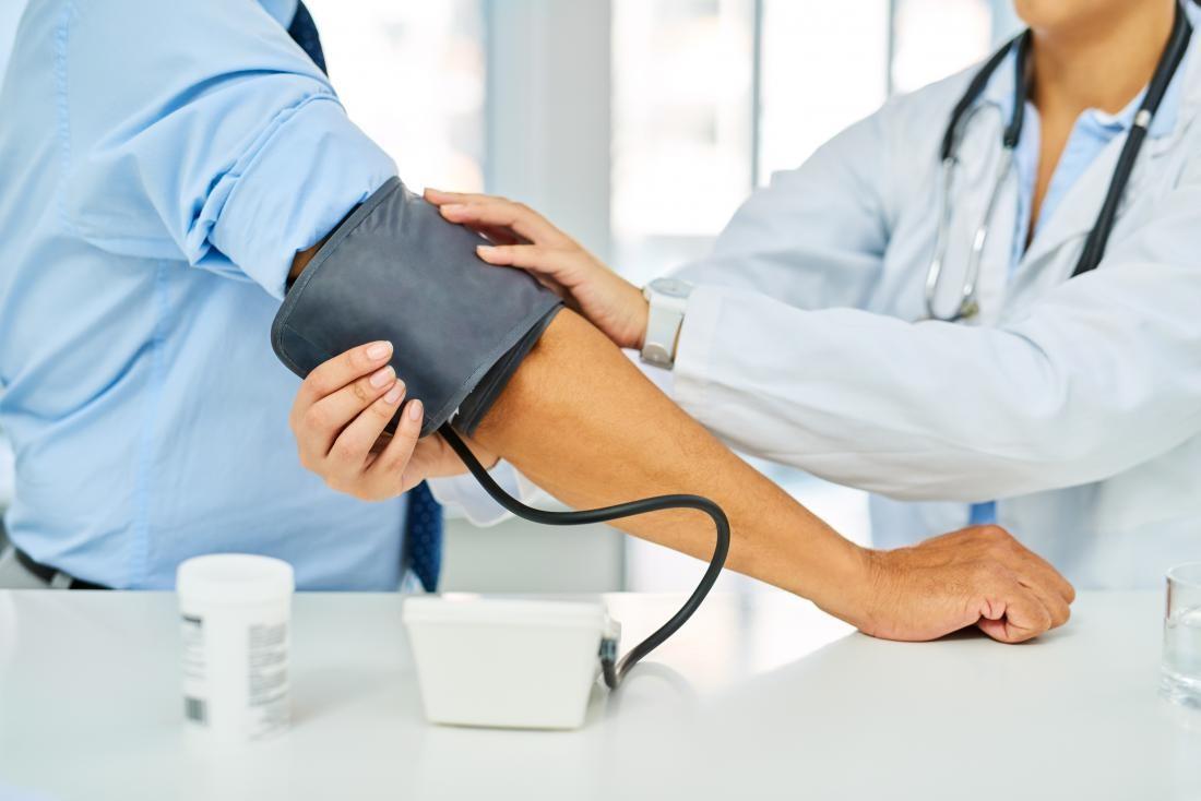 فشار خون چیست؟ علائم فشار خون بالا چیست و راهکار کاهش آن